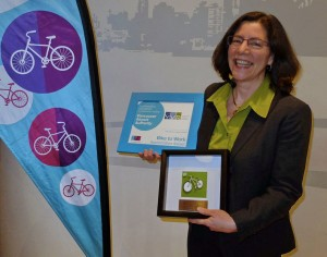 Anne Murray, cycling enthusiast and vice president community and environmental affairs, Vancouver Airport Authority, accepted the HUB Business Award on behalf of YVR for outstanding commitment to commuter cycling.