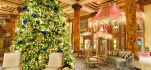 During the holiday season, a seven-metre Christmas Tree and two-storey gingerbread house display grace the Fairmont San Fracisco's Grand Lobby.