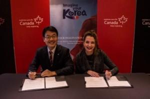 Canadian Tourism Commission and Korea Tourism Organization representatives sign a Memorandum of Agreement to boost tourism between the two countries.