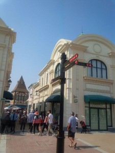 Pedestrian-friendly walkways and open air seating makes the shopping experience pleasurable.